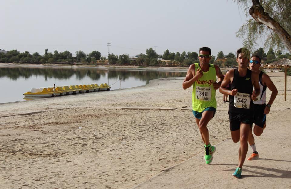 Lazos rosas anuncian en Villafranca la XXI Carrera Popular Las Lagunas