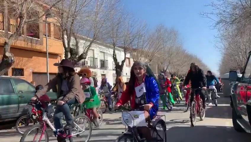 Villafranca de los Caballeros une solidaridad, deporte y tradición en la ruta cicloturista 'CARNABIKE'